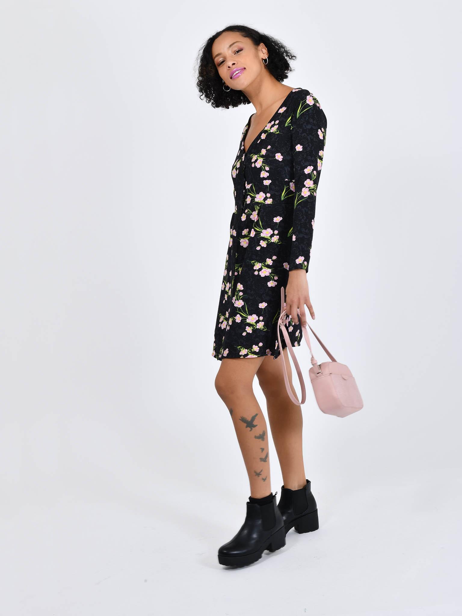 Oferta de Vestido Flores por $153.3