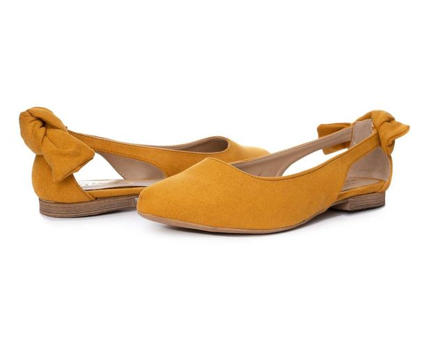 Oferta de Flats marca Capa de Ozono color Amarillo para Mujer por $219