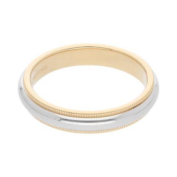 Oferta de Argolla media caña estriada firma Tiffany & Co. en platino y oro amarillo 18 kilates. por $13492