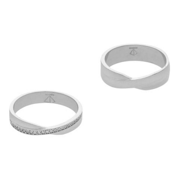 Oferta de Dos anillos lisos con sintéticos en oro blanco 14 kilates. por $8525