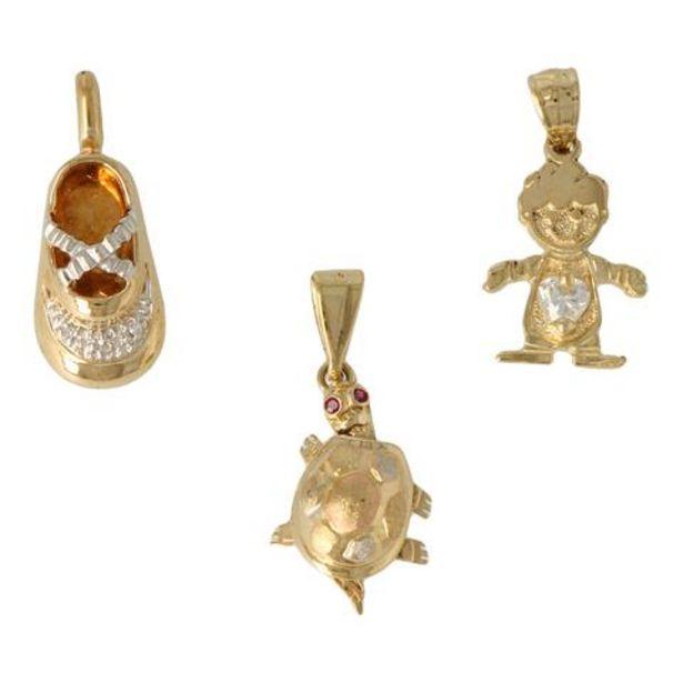 Oferta de Tres dijes motivos tortuga niña y zapato con sintéticos en oro tres tonos. por $7294