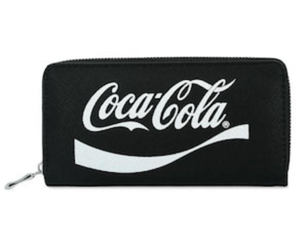Oferta de Cartera Negra marca Coca Cola para Mujer por $85