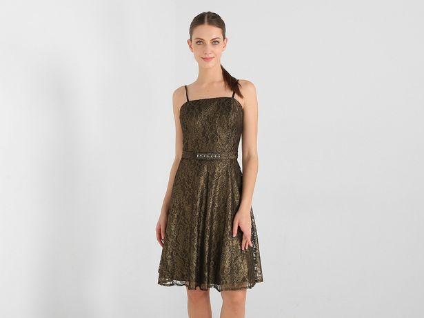 Oferta de Vestido Marie Claire con diseño floral por $449