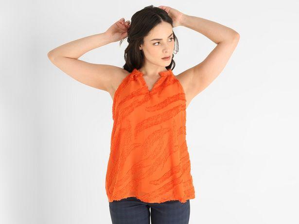 Oferta de Blusa Contempo cuello halter sin manga por $208