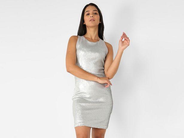 Oferta de Vestido Contempo texturizado sin manga por $249