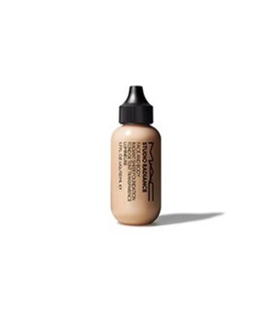 Oferta de Studio Radiance Face and Body Radiant Sheer Foundation por $599
