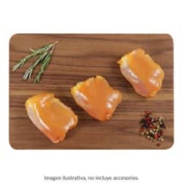 Oferta de Muslo de pollo sin piel por kg por $72
