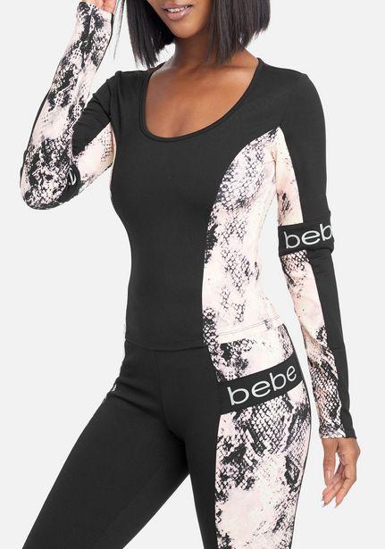 Oferta de Bebe Logo Snakeskin Sleeve Top por $21.99