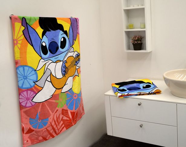 Oferta de Toalla Medio Baño Disney Stitch por $174