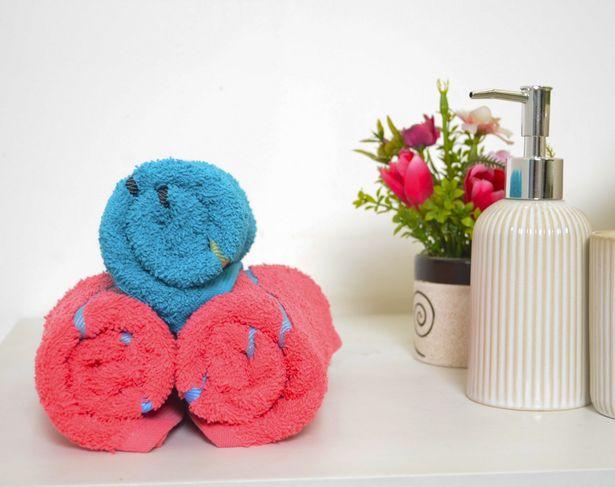 Oferta de Toalla Manos Arcoíris Rosa por $30
