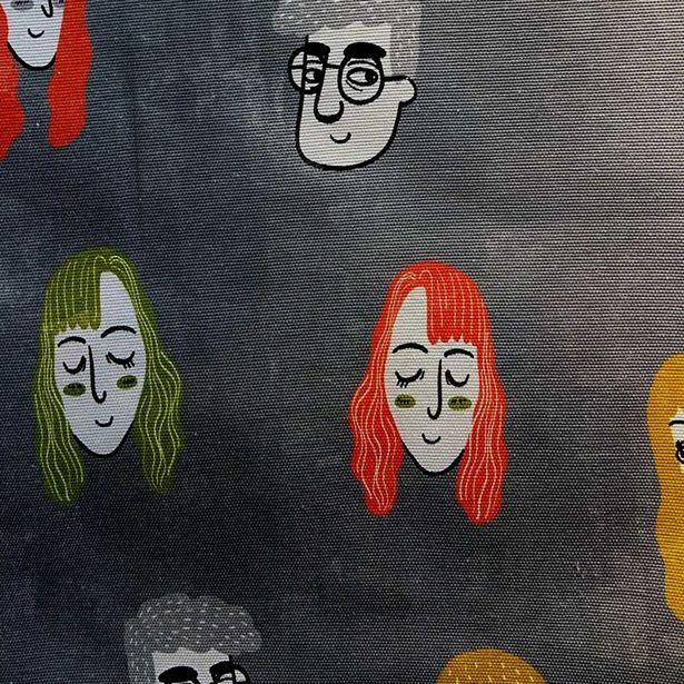 Oferta de Loneta Panamá Estampado   Ilustración Caras por $189.99