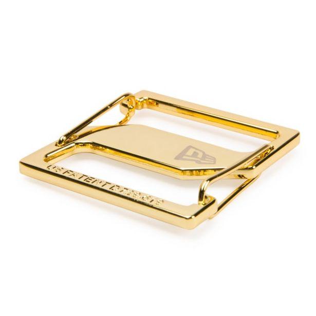 Oferta de New Era Cap Clip Dorado por $199