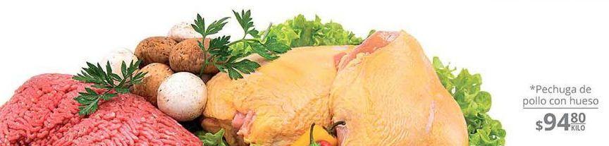 Oferta de Pechuga de pollo con hueso  por $94.8